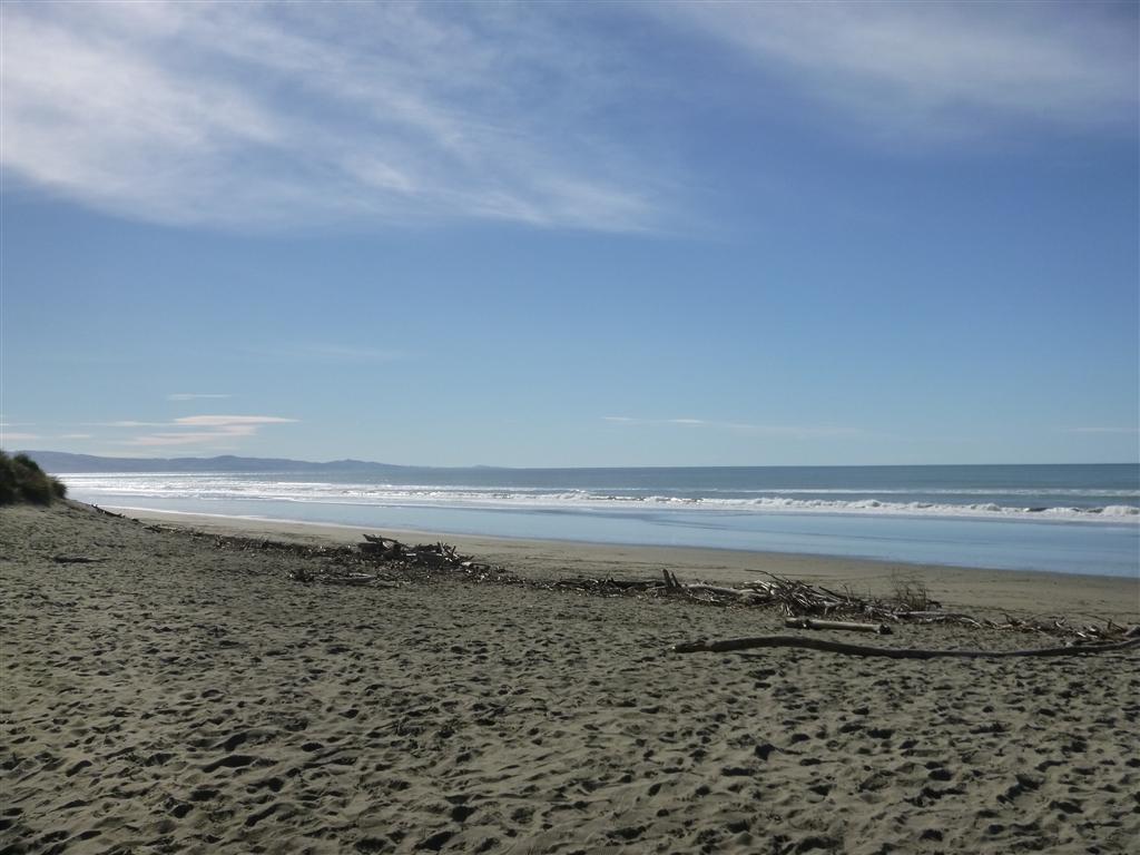 Waikuku Beach | NZ Surf Guide Wailuku Beach